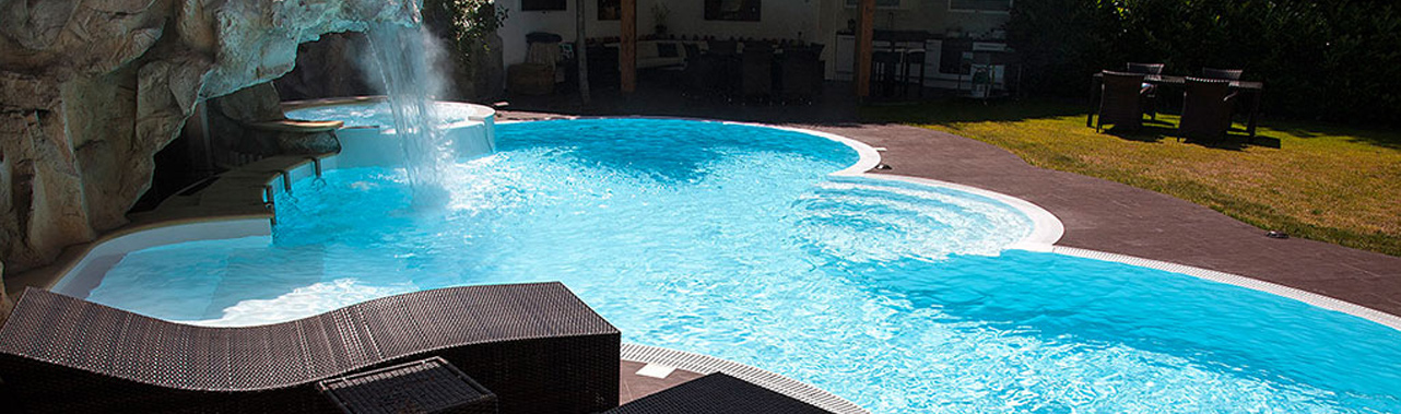 Piscine sur mesure piscine haut de gamme piscine de luxe for Piscine coque sur mesure