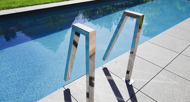 Mat riel piscine volet immerg main courante inox escaliers design piscines fitness sa for Echelle piscine design