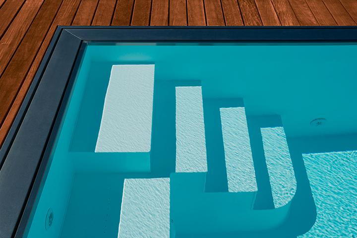 Construction de piscine coque polyester en suisse for Piscine coque polyester prix suisse
