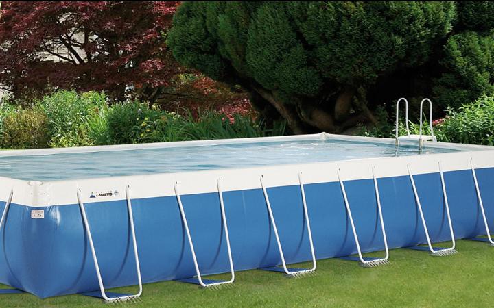 Piscines hors sol piscine laghetto piscine en bois for Piscine en teck hors sol