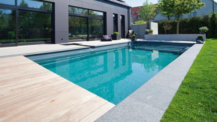 Piscine traditionnelle piscine polyester piscine b ton for Piscine et design