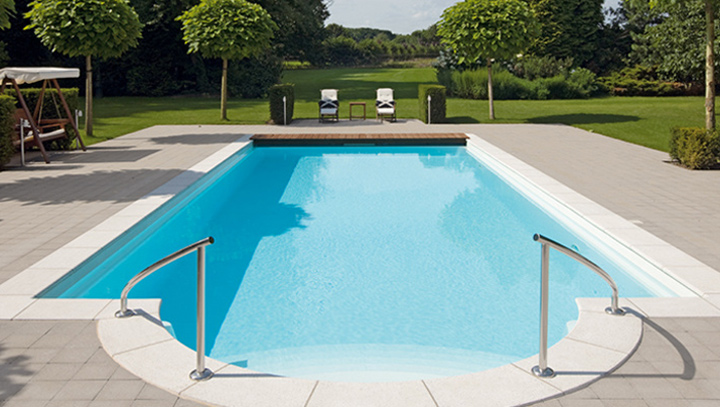 Piscine polyester traditionnelle classique